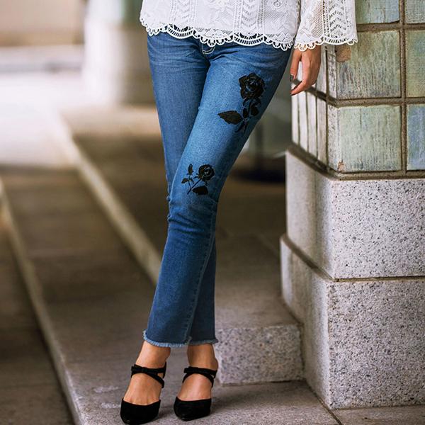 玫瑰花刺绣紧身牛仔裤